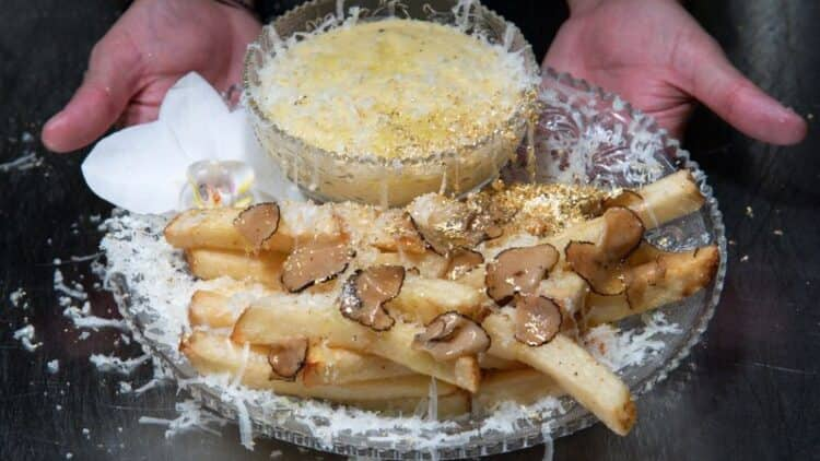 New York's $200 french fries offer 'escape' from reality 1