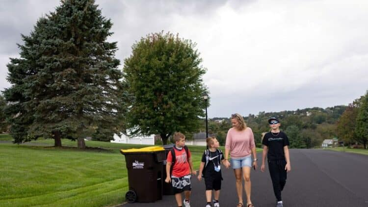 Relief, anxiety as U.S. parents confront emotional back to school 1
