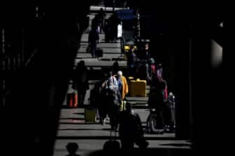 Unfriendly skies: 2,500 unruly U.S. airline passengers reported in 2021 2